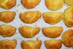 3+1 γλυκά ψυγείου που χρειάζονται μόνο 4 υλικά! - Γεύση & Συνταγές - Athens magazine Pretzel Bites, Muffin, Food And Drink, Bread, Cooking, Breakfast, Cake, Kitchen, Morning Coffee