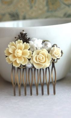 I love these little flowers that look like they're made of frosting. Floral hair pin.