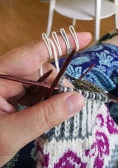 Kaikkea ihanaa pukinkonttiin Vuonuelta!   Meillä kotona Knitting Charts, Baby Knitting Patterns, Norwegian Knitting, Knit Mittens, Diy Art, Needlework, Knit Crochet, Arts And Crafts, Wool