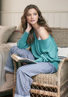 New party fashion outfit pants Ideas Party Fashion, Fashion Outfits, Bride Dressing Gown, Sleepwear Women, Women's Sleepwear, Pajama Outfits, Long Sleeve Pyjamas, Moda Casual, Home Outfit
