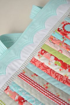 I pinned this bag ages ago, but wouldn't the scallops look sweet on the header of a quilt?