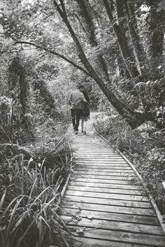 #irenecazonfotografia #fotografiaNatural #fotografiaConAlma #Asturias #boda #bodasnet #bodasasturias #bodasgijon #pareja#preboda Railroad Tracks, Sidewalk, Natural, Couples, Fotografia, Side Walkway, Walkway, Nature, Walkways