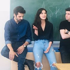 Kaan Urgancioglu and Pinar Deniz in Ask 101 Netflix Series, Tv Series, Alina Boz, Sad Anime Girl, Endless Love, Turkish Actors, Movies Showing, Good Movies, Tv Shows