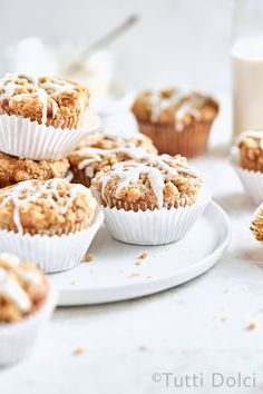 Brown butter apple crumb muffins make the BEST fall breakfast! Flavored with warming spices, sweet apples, and brown butter crumb topping! Apple Recipes, Fall Recipes, Baking Recipes, Healthy Recipes, Culinary Lavender, Apple Crumb, Fall Breakfast, Breakfast Recipes, Apple Muffins