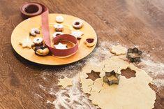 """Die #Weihnachtszeit hat ihren ganz eigenen Duft. Auch bei uns duftet es nach Vanille, Zimt und Schokolade. Welche Kekse backt Ihr für Weihnachten und welche sind als Erstes aufgegessen oder """"verschwunden""""😋 #Vanillekipferln #Linzeraugen #Zimtsterne #Schokoladenbusserln..... 📷 Copyright ©Ramona Waldner Washer Necklace, Vanilla, Baking Biscuits, Schokolade, Christmas Time"""