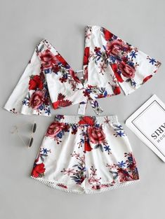 SHARE & Get it FREE | Floral Cropped Top And Lace Trim High Waisted Shorts - White SFor Fashion Lovers only:80,000+ Items • New Arrivals Daily Join Zaful: Get YOUR $50 NOW!