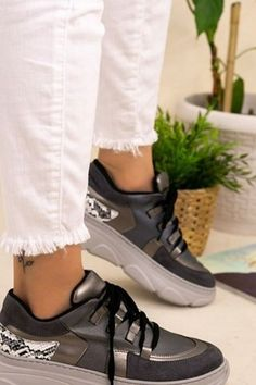 Fall Casual Shoes For Woman 2020 has never been so Great! Since the beginning of the year many girls were looking for our Beautiful guide and it is finally got released. Now It Is Time To Take Action! See how...