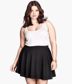 H&M Jersey Skirt -- it looks like it has really great movement Curvy Fashion, Plus Size Fashion, Latest Fashion For Women, Fashion Online, Tara Lynn, Modelos Plus Size, Jersey Skirt, Plus Size Model, Stylish Dresses