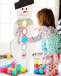 Забавная игра для малышей развивает моторику рук и координацию движений. Легко сделать своими руками. ------------------------------------ ❤️ Понравилась идея - ставьте Лайк! ❤️  Больше идей на сайте @iqchild.ru ------------------------------------ #игрысребенком #игрысдетьми #игрыдлядетей #развитиеребенка #развивающиеигры #мелкаямоторика #своимируками #чемзанятьребенка #новыйгод #монтессори #развиваемсяиграя #