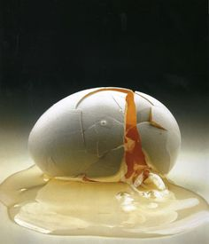 Irving Penn – Cracked Egg, Still Life, 1958 Irving Penn, Object Photography, Still Life Photography, Food Photography, Conceptual Photography, Stunning Photography, Abstract Photography, Fashion Fotografie, Broken Egg