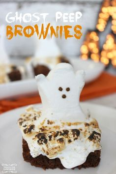 Ghost Peep Brownies for Halloween! Easy Halloween Treat Recipe for Kids and Fall parties! Halloween Treats For Kids, Halloween Baking, Halloween Goodies, Holiday Treats, Holiday Recipes, Halloween Party, Halloween Ideas, Holiday Foods, Halloween Sweets