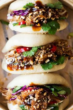 Vegan bao buns with pulled jackfruit - Lazy Cat Kitchen Dumplings Receta, Vegan Dumplings, Bao Burger, Flammkuchen Vegan, Vegan Food Truck, Lazy Cat Kitchen, Jackfruit Recipes, Bao Buns, Vegetarian Recipes