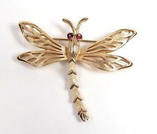 Vintage Crown Trifari Pin Brooch Gold Tone Ruby Glass Eye DRAGONFLY Insect Wings