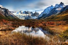 Foto: Autumn in Patagonia | Los Glaciares National Park  The magical Fitzroy and brown, yellow and gree beech trees are the composition in this autumn Patagonia wallpaper. Patagonia itself is the name of a sparsely populated region located at the southern end of South America, shared by Argentina and Chile. (click and enlarge this pic to high resolution!)  https://en.wikipedia.org/wiki/Patagonia