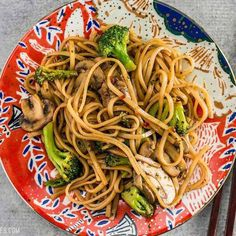 Simple Mushroom Broccoli Stir Fry With just a few ingredients you can make these easy and delicious Mushroom Broccoli Stir Fry Noodles for a fast weeknight dinner. Vegetarian Recipes, Cooking Recipes, Healthy Recipes, Fried Noodles Recipe, Rice Noodle Recipes, Mushroom Broccoli, Meal Prep Plans, Broccoli Stir Fry, Fried Broccoli