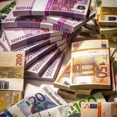 Invest with us on forex market and binary options trade and earn at least of your investment and become financially independent💹📉📈📊💵💴💰💷💶💸 Cash Money, Billet En Euros, Artiste Martial, Make Money Online, How To Make Money, Money Stacks, Bitcoin Price, Work From Home Moms, Extra Money