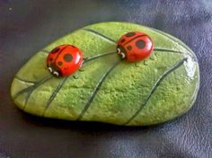 Beauty and cute rock painting ideas (19)