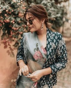 Shopzters | Time to follow the 'Shirt Jacket' Trend! Indian Look, Dress Indian Style, Indian Dresses, Indian Outfits, Pakistani Outfits, Trendy Sarees, Stylish Sarees, Saree Draping Styles, Saree Styles