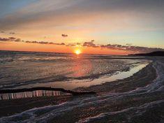 Good morning from the Chesapeake Bay! Hope everyone has a wonderful day! Im convinced Maryland has the most beautiful sunrises  The ice on the beach is stunning! -#Thegirltriptravelguide #thegirltrip #adventure #traveladdict #explore #escape #wanderlust #bucketlist #bestfriendgoals #girlswholovetravel #vacation #traveltips #travelblogger #maryland #ice #art #winter #sunrise #sunrisegoals #chesapeakebay #crab #travelnurse