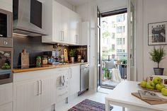 aranżacja kuchni z białymi szafkami