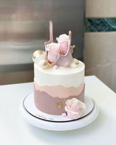 Elegant Birthday Cakes, 18th Birthday Cake, Beautiful Birthday Cakes, Elegant Cakes, Cake Decorating Frosting, Cake Decorating Designs, Cake Decorating Videos, Cake Decorating Techniques, Beautiful Cake Designs