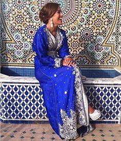 Caftans et Takchita Marocains... Ces tenues traditionnelles sublimées par les tissus, les pierreries...