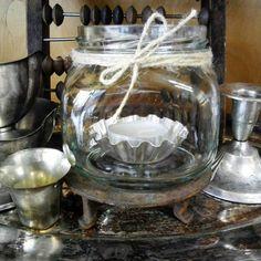 #lasipurkki #kynttilänjalka #kermakko #sokerikko #helmitaulu #tarjotin #tuikku #vanhat tavarat #ruoste #liisako