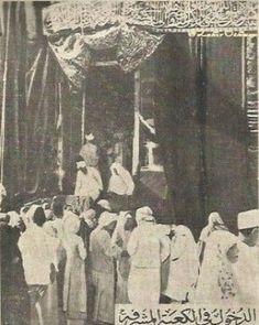 Mecca Kaaba, Mecca Wallpaper, History Of Islam, Masjid Al Haram, Mekkah, Islamic Phrases, Islamic Pictures, People Of The World, Rare Photos