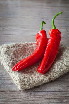 Red Peppers by Sabino Parente Vegetables Photography, Fruit Photography, Fruits And Veggies, Fruits And Vegetables, Chile Picante, Fruit And Veg, Stuffed Hot Peppers, Red Peppers, Food Art