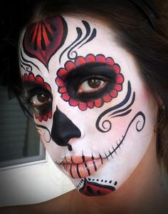 Calavera Makeup Sugar Skull Ideas for Women are hot Halloween makeup look.Sugar Skulls, Día de los Muertos celebrates the skull images and Calavera created exactly in this style for Halloween. Candy Skull Makeup, Candy Skulls, Sugar Skulls, Sugar Skull Face Paint, Skeleton Makeup, Adulte Halloween, Halloween Kostüm, Vintage Halloween, Halloween Costumes