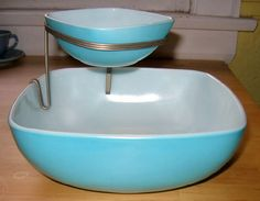 Chip and dip! 1950s rare Pyrex - Love this set in the blue color!
