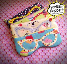 porta óculos – Vanilla and Pepper Fabric Gifts, Fabric Bags, Small Sewing Projects, Sewing Crafts, Creation Couture, Patchwork Bags, Pouch Bag, Pouches, Glasses Case