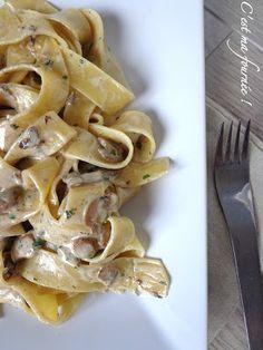 Pappardelles aux champignons (C'est ma fournée) - remplacer la crème fraîche et le beurre par de la crème de soja et margarine vegan