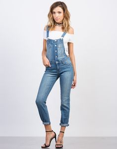 We love one-piece wonders! These blue Button Denim Skinny Overalls will be your everyday best friend. Pair these overalls with a basic off-the-shoulder top and lace-up booties for a casual day out.