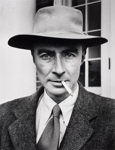"Robert Oppenheimer American Physicist - 1947 "" I am a destroyer of worlds"". One of the creators of the atomic bomb. First nuclear weapon was dropped on Japan and ended the war. World History, World War Ii, J Robert Oppenheimer, Institute For Advanced Study, First Atomic Bomb, Manhattan Project, Destroyer Of Worlds, Marie Curie, Physicist"
