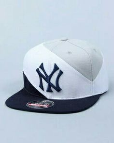 American Needle - New York Yankees decline retro snapback Mens Hat Store, Dope Hats, Yankees Hat, Superman, New Era Cap, Outfits With Hats, Golf Outfit, Stylish Caps, Snapback Hats