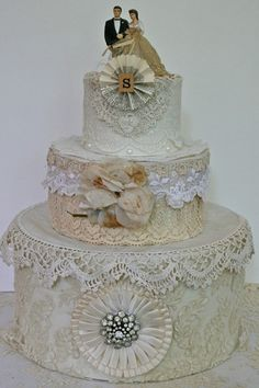 Beautiful hatbox wedding cake by Suzanne Duda