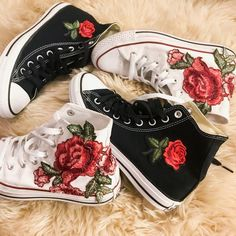 I would so love some black ones! - The wolf that kills Rose Embroidered High Top Converse All-stars Floral Shoes Converse All Star, High Top Converse, Converse Shoes, Bling Converse, Vans, Dr Shoes, Gucci Shoes, Me Too Shoes, Shoes Heels