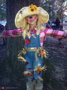 Silly Scarecrow - Halloween Costume Contest via Michele: This is Brilynn, as the Silly Scarecrow. She wanted to be a scarecrow like one that we have in our yard! So, every item she's wearing, from hat to boots. Scarecrow Halloween Makeup, Halloween Costumes Scarecrow, Couples Halloween, Last Minute Halloween Costumes, Halloween Costume Contest, Easy Halloween, Scary Scarecrow, Group Halloween, Homemade Halloween