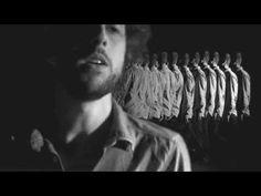 """www.garotassuecas.com Videoclipe da música """"Codinome Dinamite"""" da banda…"""