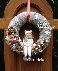 Téli kopogtató/ Winter wreast (With images) Simple Christmas, Handmade Christmas, Christmas Crafts, Christmas Ornaments, Rose Gold Christmas Decorations, Pine Cone Decorations, Ideias Diy, Holiday Wreaths, Christmas Inspiration
