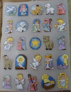 O' Holy Night Advent Calendar. Personaggi ricamati su plastic canvas da Giuseppina Ceraso http://crocettando.wordpress.com