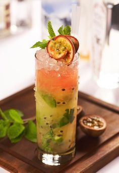 Skinny Passion Fruit - Rum cocktails: The best rum cocktails - It seems that every day there's a new spin on the traditional rum and mint mojito recipe. This time the folks at Dirty Martini in London have developed a version which is low in calories (only Fruity Alcohol Drinks, Drinks Alcohol Recipes, Fun Drinks, Yummy Drinks, Alcoholic Drinks, Drink Recipes, Beverages, Best Rum Cocktails, Cocktail Recipes