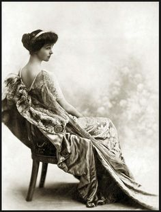 Consuelo Vanderbilt, although royal by marriage, she was the shinning star of the Gilded Age. A time that does not exist anymore.