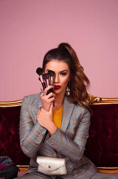 Portrait Photography Poses, Beauty Photography, Photoshoot Inspiration, Makeup Inspiration, Fotografie Branding, Artist Branding, Photoshoot Makeup, Shooting Photo, Beauty Shoot