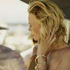 Charlize Theron posa impresionante para Dior http://www.modaencalle.com/charlize-theron-posa-impresionante-para-dior/