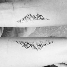 Ideas tattoo geometric mountain tatoo for 2019 Mini Tattoos, Trendy Tattoos, Rose Tattoos, Body Art Tattoos, Sleeve Tattoos, Tatoos, Geometric Mountain Tattoo, Tattoos Geometric, Tattoo Mountain