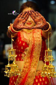 """Photo from album """"Wedding photography"""" posted by photographer The Wedding Cage Bridal Chuda, Lehenga Wedding, Indian Wedding Jewelry, Lehenga Saree, Wedding Preparation, Bridal Outfits, Mehendi, Henna, Real Weddings"""