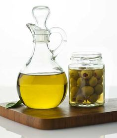15 uses for olive oil!- Although it may be a staple of the Mediterranean diet, olive oil has a lot of uses outside the kitchen. A powerful moisturizer and lubricant, olive oil works wonders on everything from dry hair to squeaky door hinges. Just check out these 15 uses for olive oil!