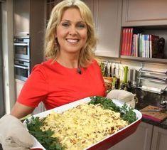 Aromatyczna zapiekanka ziemniaczana z mięsem wieprzowym i warzywami świetnie sprawdzi się jako pomysł na obiad w większym gronie. Warto spróbować ją już dziś. Koniecznie wypróbujcie ten przepis Ewy Wachowicz.